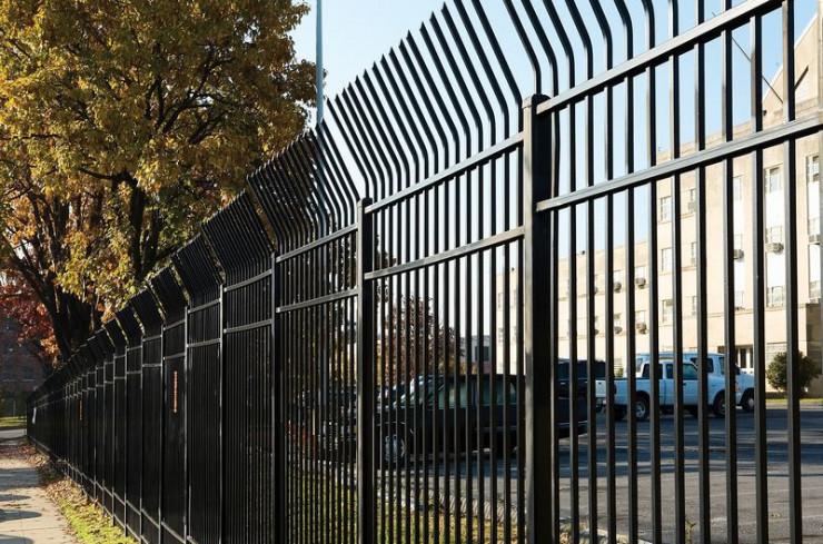 Забор с отбойником