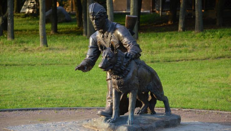 Военному инструктору с собакой